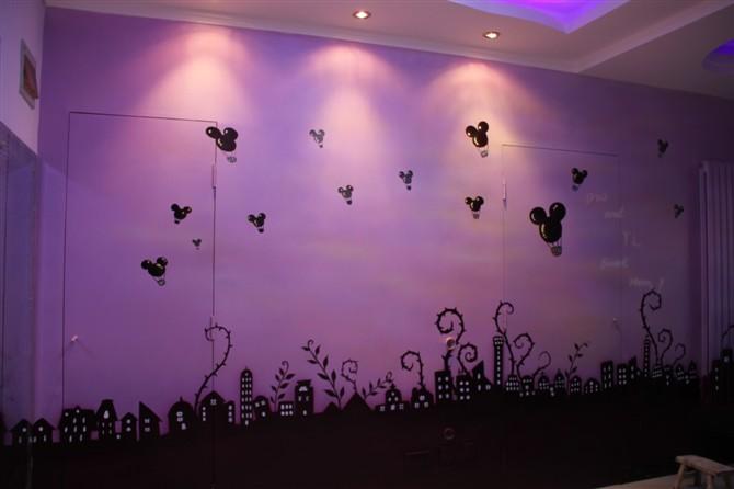 主题紫色电视墙