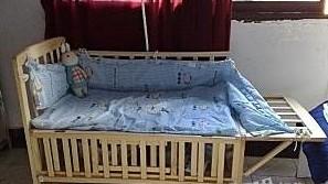 婴儿木床。圣得贝手推车 爬爬垫 低价转让