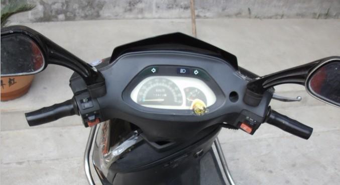 便宜出售闲置雅迪助力踏板摩托车,有照片