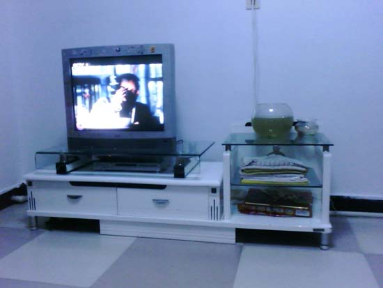 中旗地区出售九成新电视柜及29寸tcl彩电