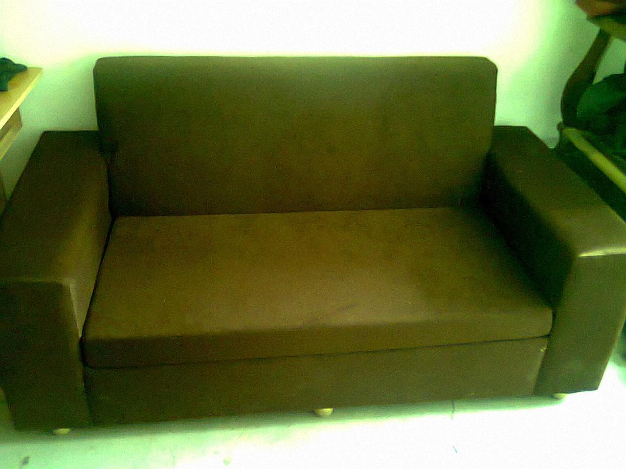 出售9成新布沙发三个,广东产休闲五件套木沙发一套