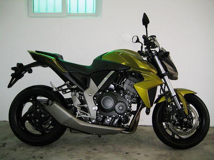 本田大黄蜂CB1000R