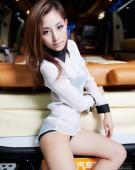 2012北京车展美女车模――GMC让性感美女陶醉