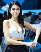 2012北京车展美女车模――大众车模钟鹿纯