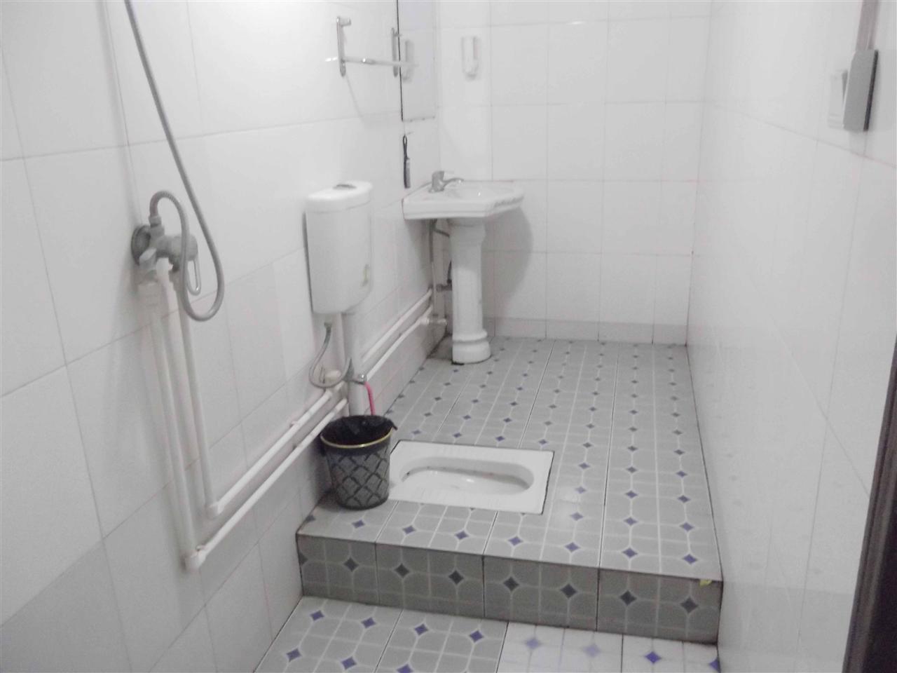 热水淋浴浴室