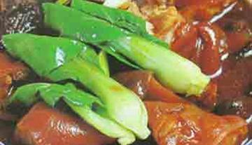 香菇双笋猪蹄煲的做法